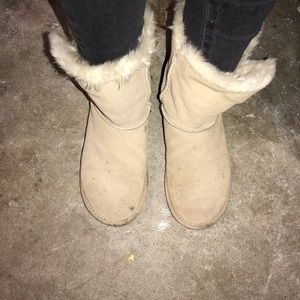 Super cute and comfy Bailey Button 5803 Uggs